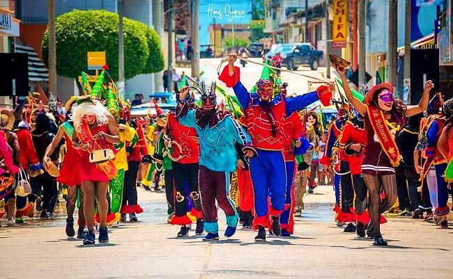 Comparsa por el Carnaval en Rioja