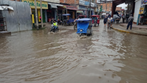 Exigen intervención inmediata de MPM para atender estancamiento de agua en plazuela Amor y Paz